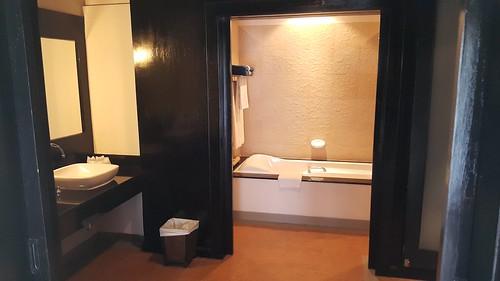 ห้องน้ำในห้องพักที่ Karon Horizon Beach Resort and Spa