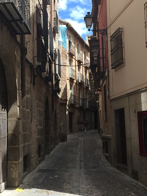 A rare moment of quite in the otherwise crowded street of Toledo