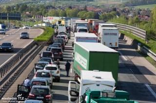 Schwerer Verkehrsunfall mit Lkw A3 Medenbach 21.04.15