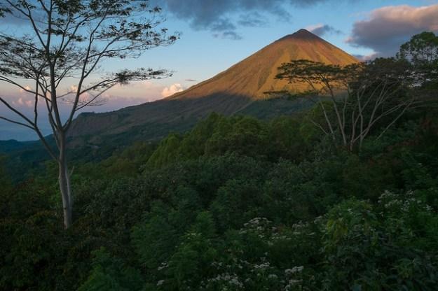 Gunung Inerie.