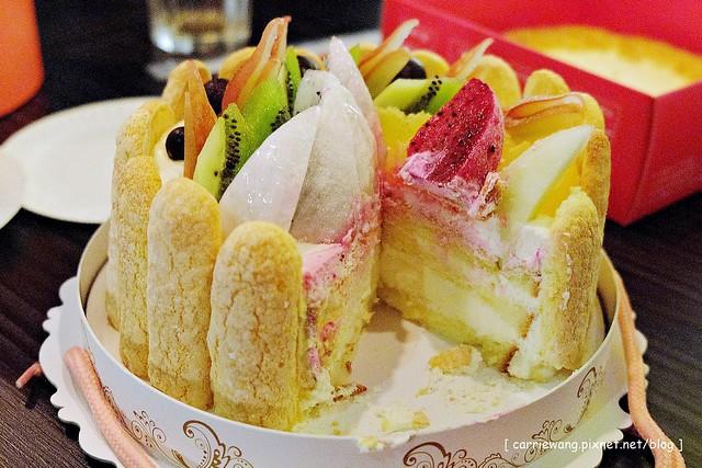 【臺中好吃蛋糕推薦】棒棒糖手工點心.愛妻草莓蛋糕。漂亮又吸睛的草莓蛋糕。是冬季限定口味。草莓季一 ...