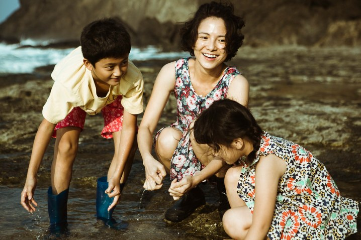 Angelica Lee, better known as Lee Sin-je, plays the role of Nan and Mei's mother.