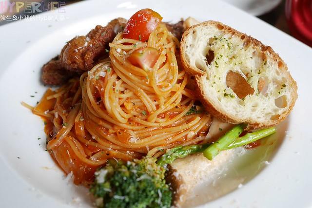 Patio restaurant (16)