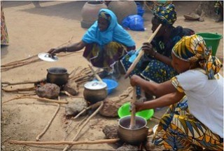 Taste testing new sorghum hybrids in the village of Mpessoba, South Mali