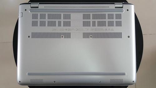 HP Envy 14 j109TX ด้านใต้ตัวเครื่อง