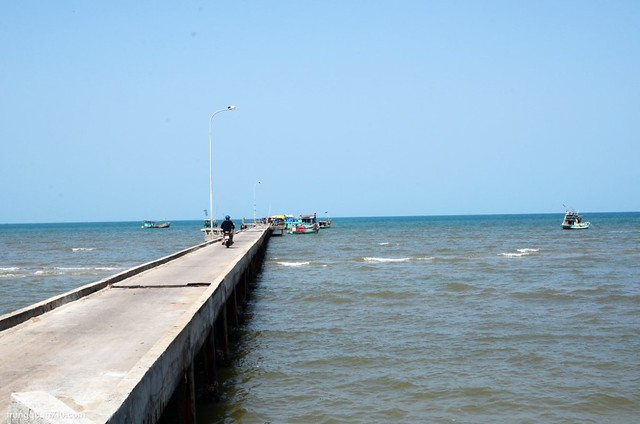 Cầu tàu Hàm Ninh