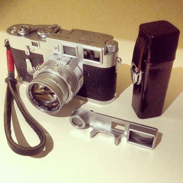 #cameraporn #leicam3 #leicacamera #rangefinder #vintagecamera #leica #summicron 50f2 DR + Goggles - www.MrLeica.com