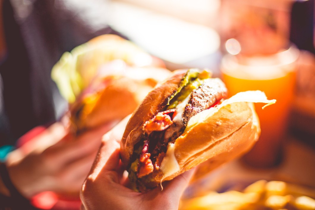 Imagen gratis de una sabrosa hamburguesa