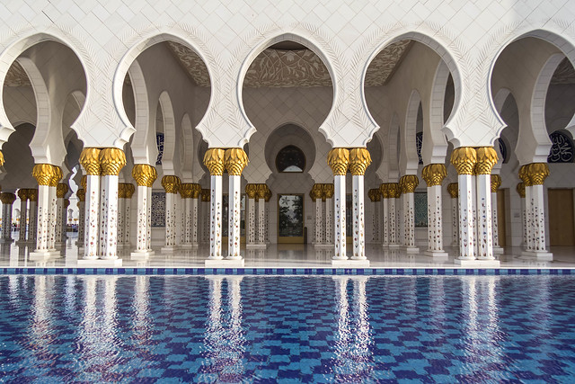 Sheikh Zayed Grand Mosque: Colonade and Reflecting Pool