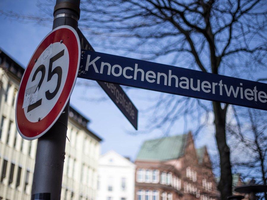 Straatnamen in Hamburg   foto door Kevin Hackert