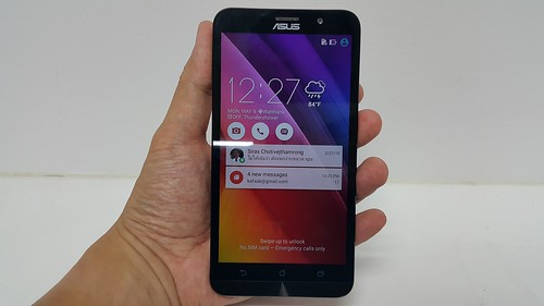 ASUS Zenfone 2 ด้านหน้า