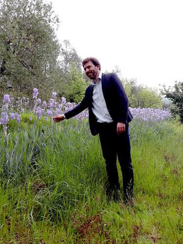 Paolo Pruneti ci accompagna nel campo di Giaggioli della tenuta. [Foto: Caterina Chimenti]