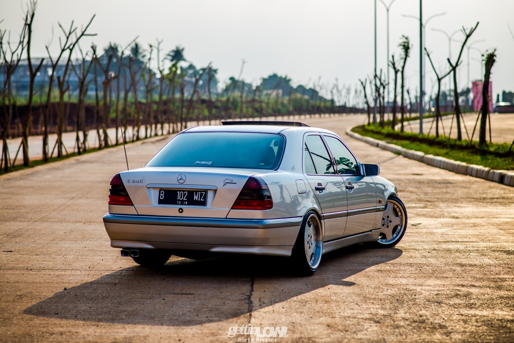 GETTINLOW  Wizzy Garages MercedesBenz W202