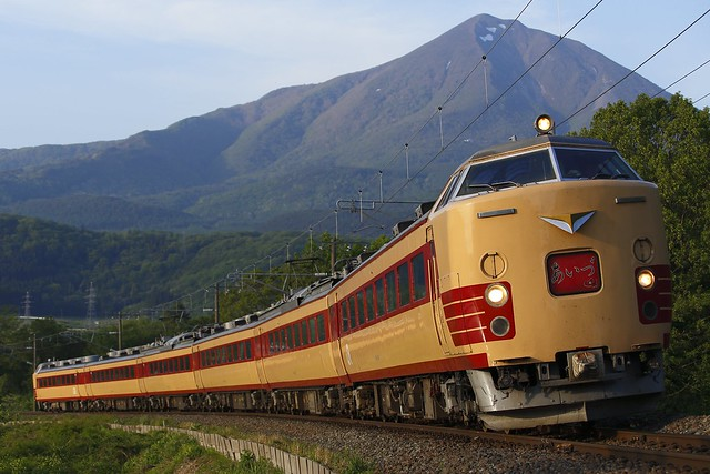 Series 485 with Mt.Bandai