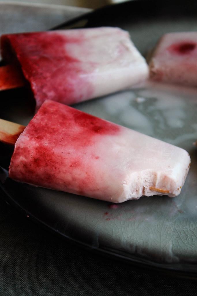 Bâtonnets glacés fraise et coco