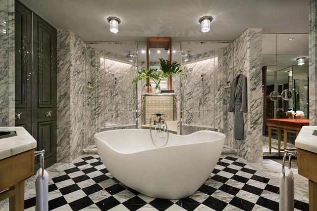 RWHKG_Suite Bathroom (Freestanding Bath and Dual Showers)
