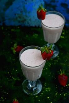 Quick strawberry Lassi