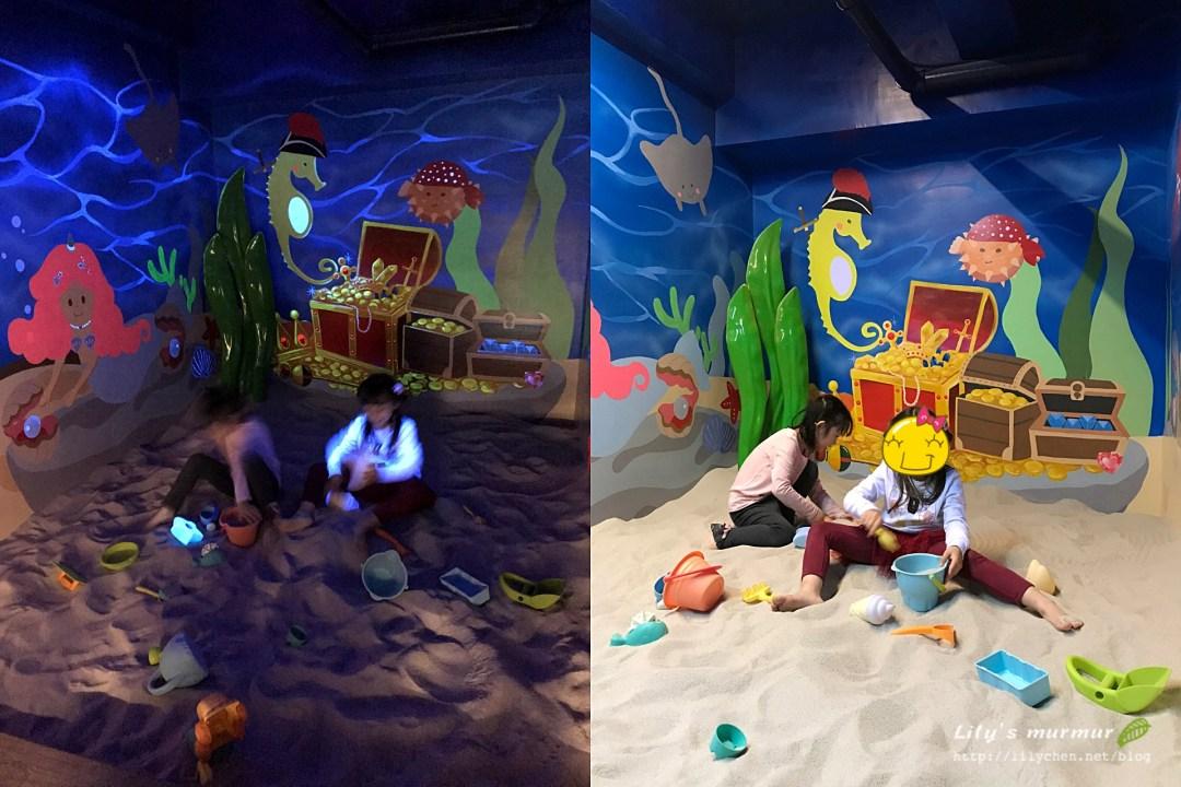 玩沙區開了燈有不同的效果,很有氣氛。