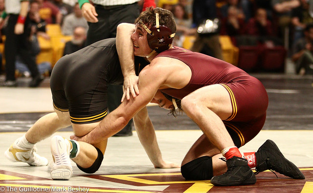 Semifinal - Spencer Lee (Iowa) 18-2 won by major decision over Sean Russell (Minnesota) 24-4 (MD 8-0) - 190309bmk0081
