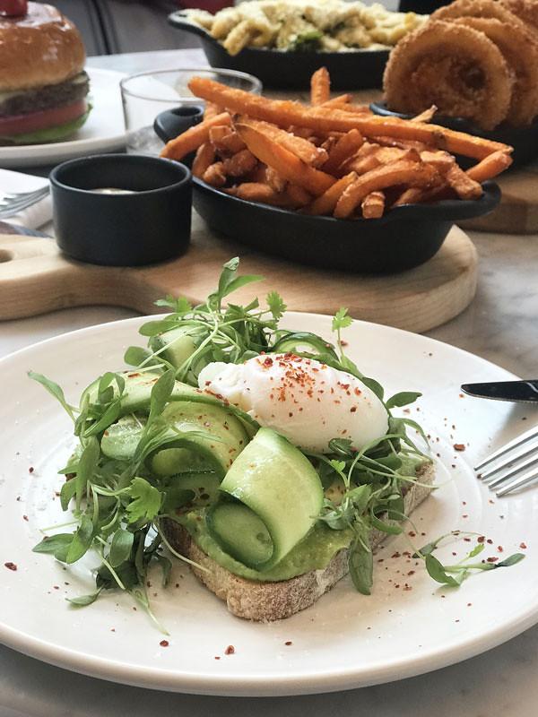 3_lov_centropolis_laval_vegan_avocado_toast