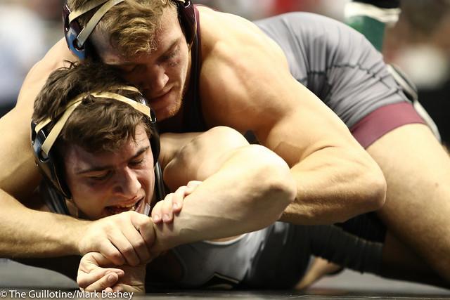 Cons. Round 4 - Devin Skatzka (Minnesota) 30-10 won by major decision over Ben Harvey (Army West Point) 31-11 (MD 11-2) - 190322dmk0050