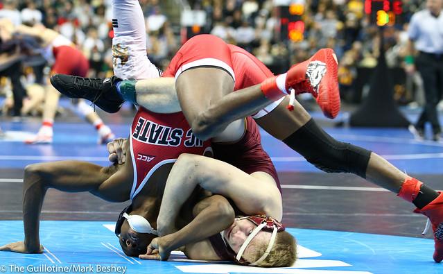 Champ. Round 2 - Ethan Lizak (Minnesota) 30-5 won by decision over Tariq Wilson (NC State) 15-4 (Dec 5-4) - 190321bmk0059