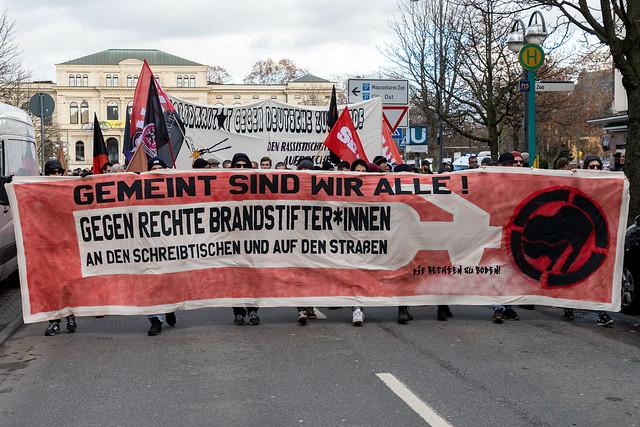 Demo gegen rechte Brandstifter*innen in Frankfurt/Main