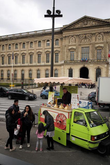 19c20 Louvre Bonaparte Barrio Tarde más o menos soleada_0067 variante Uti 425