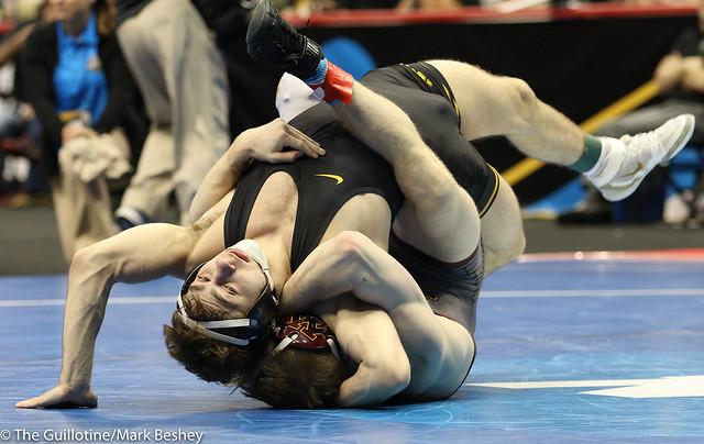 Cons. Round 5 - Austin DeSanto (Iowa) 22-5 won in sudden victory - 1 over Ethan Lizak (Minnesota) 31-7 (SV-1 4-2) - 190322dmk0135