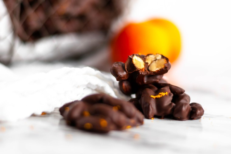 These Blood Orange Chocolate Almond Clusters make an amazingly simple & flavorful Valentines day treat. Dark chocolate, sweet orange zest & crunchy almonds.