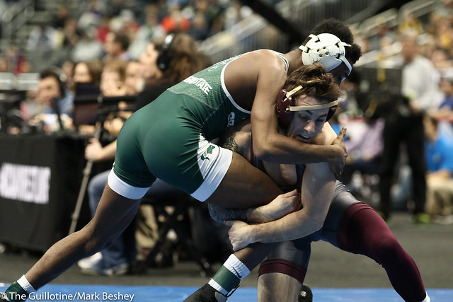 Cons. Round 4 - RayVon Foley (Michigan State) 35-6 won by major decision over Sean Russell (Minnesota) 28-6 (MD 12-4) - 190322dmk0004