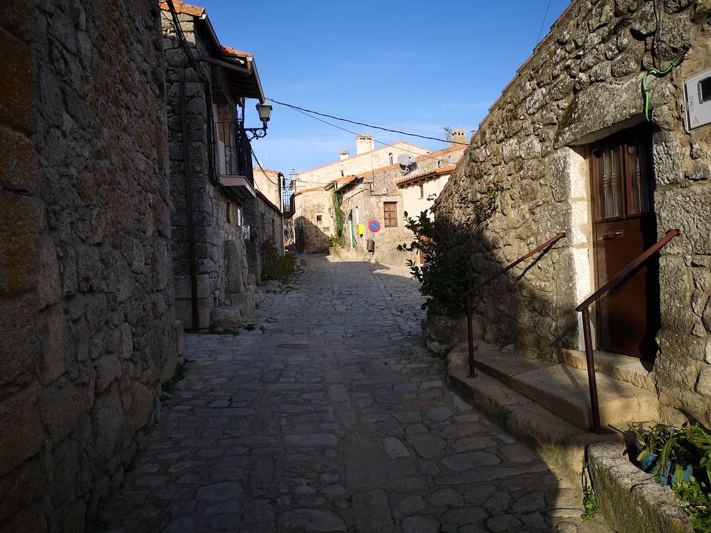 casas y calles de Trevejo Sierra de Gata Caceres 09