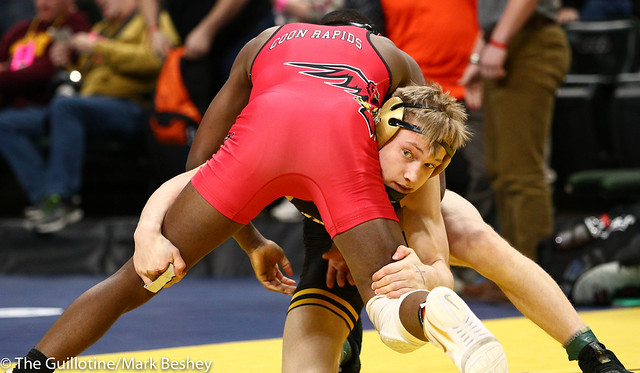 152 - Semifinal - Moise Madimba (Coon Rapids) 37-4 won by decision over Dylan Anderson (Apple Valley) 38-16 (Dec 8-7) - 190302amk0106