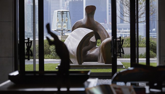RWHKG_Hotel Lobby + Henry Moore