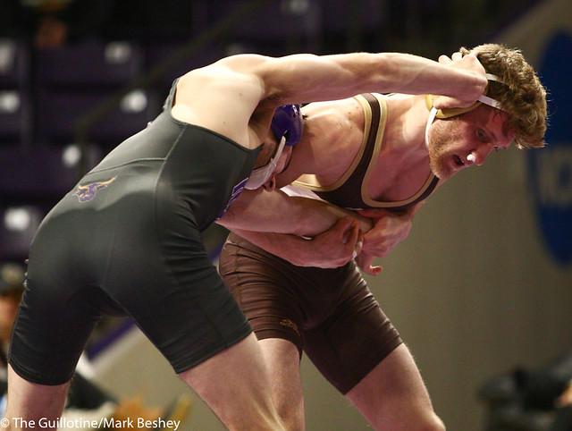 141: Loiue Sanders (MSU) wins a 5-4 decision vs Jordan Biehn (SMSU)   9-6 MSU - 190125mke-0052