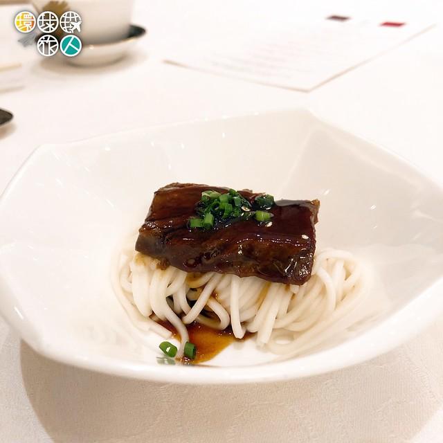 秘制紅燒澳洲牛肉肋骨配上海麵