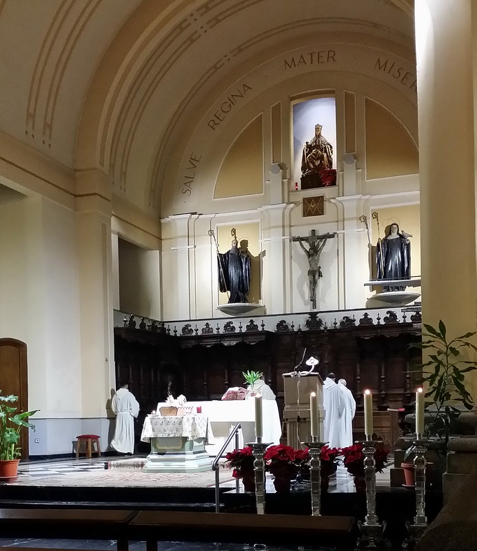 altar mayor interior Iglesia de Nuestra Señora de Montserrat Madrid 03