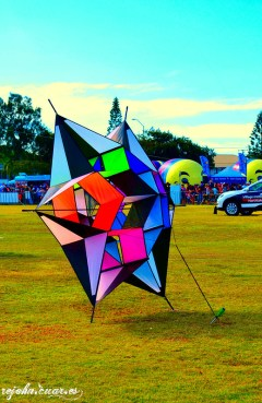 Six-pointed star kite