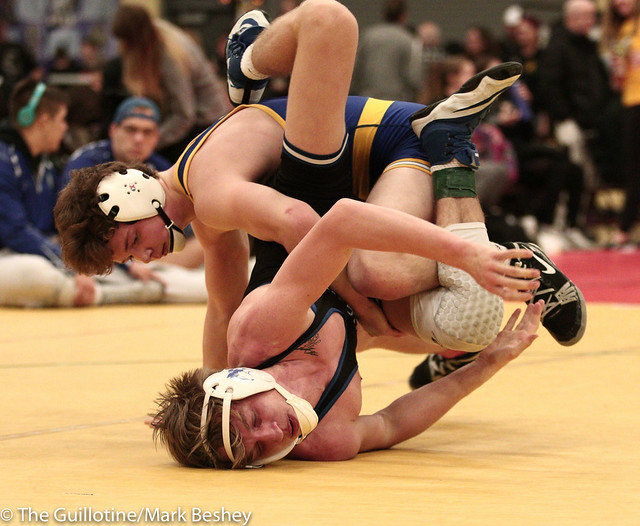 138 - Cole Becker (St Michael Albertville) over Riley Becker (Owatonna) Dec 7-4 - 180105dmk0063