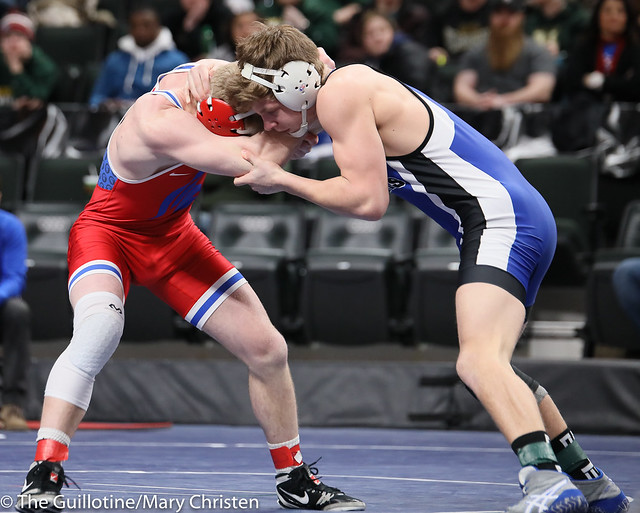 160AA Semifinal - Bennett Berge (Kasson-Mantorville) 42-4 won by decision over Jacob Hageman (Simley) 35-11 (Dec 3-2). 190302AMC3348