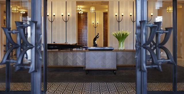 RWHKG_Hotel Lobby Entrance