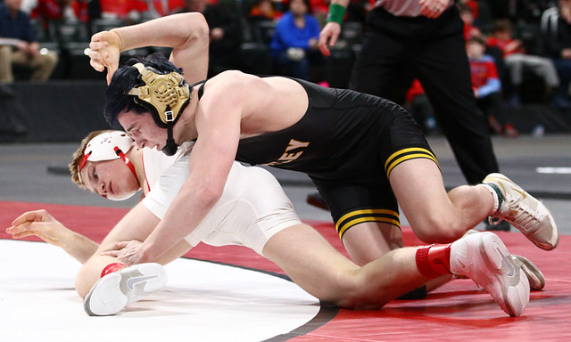 145AAA 1st Place Match - Cael Carlson (Willmar) 42-0 won by decision over Brady Gross (Apple Valley) 48-5 (Dec 6-3) - 190302bmk0206