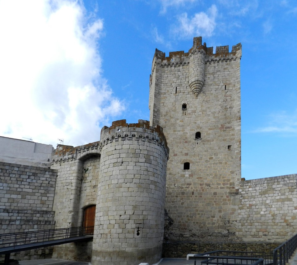 Torre del homenaje y entrada al Castillo de Coria Caceres