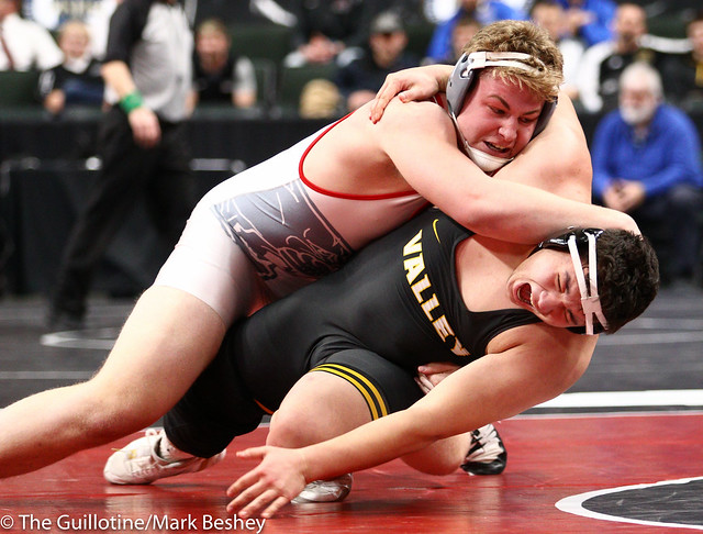 285 - Semifinal - Bryce Benhart (Lakeville North) 33-0 won by major decision over Tyler Kim (Apple Valley) 49-5 (MD 11-0) - 190302amk0178