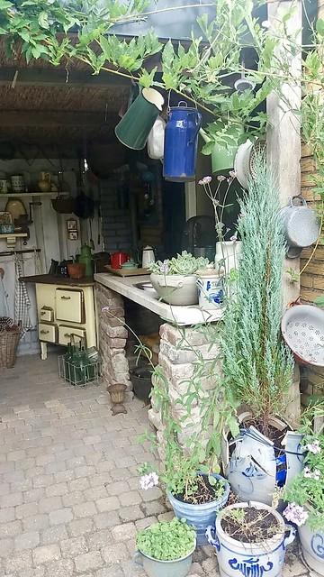 Landelijke tuin met buitenkeuken