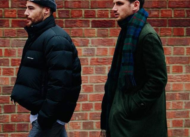 Abrigo verde con bufanda para hombre de tartán en look casual