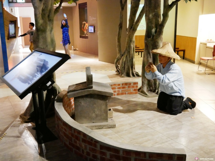 [桃園旅遊]桃園市土地公文化館|桃園市區中適合親子旅遊的免費室內桃園旅遊景點~體驗多媒體互動遊戲與Q版公仔一起拍照 @VIVIYU小世界