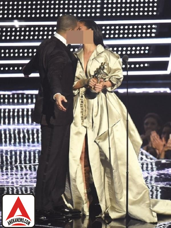 #Gosip Top :5 Ciuman Selebriti Di Panggung Penghargaan