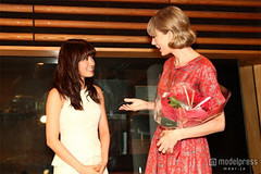 """Atsuko Maeda & Taylor Swift 7 • <a style=""""font-size:0.8em;"""" href=""""http://www.flickr.com/photos/66379360@N02/8248140601/"""" target=""""_blank"""">View on Flickr</a>"""