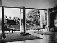 Goldfinger house livingroom